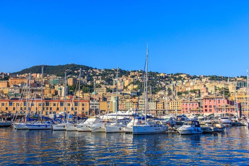 Puerto marítimo con los yates, Italia de Génova imagenes de archivo
