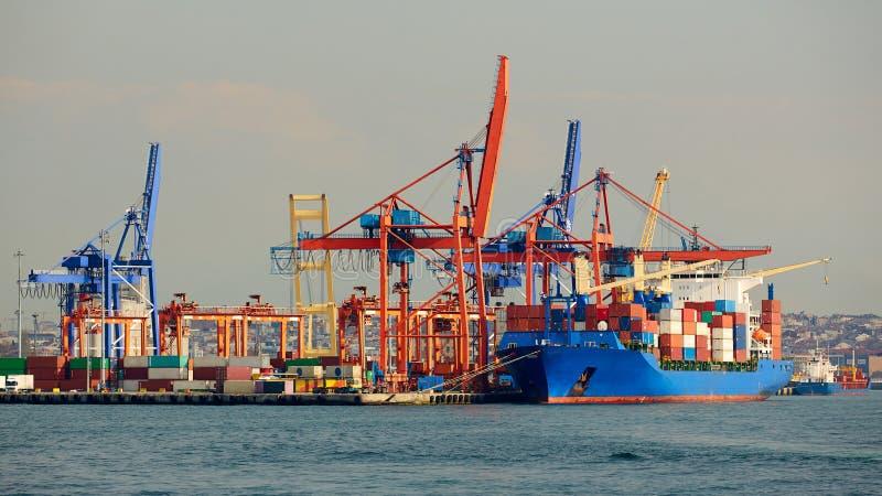 Puerto marítimo del cargo Grúas del cargo del mar Mar Acceso de Gdansk, Polonia imágenes de archivo libres de regalías