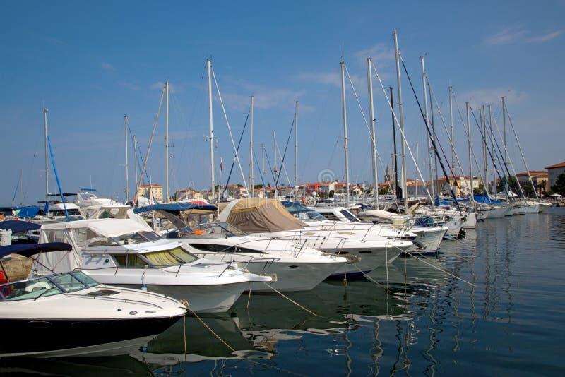 Puerto marítimo en la ciudad de Porec fotografía de archivo libre de regalías