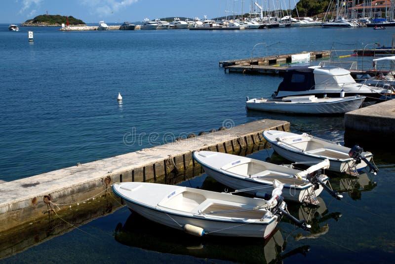 Puerto marítimo en la ciudad de Vrsar imagenes de archivo