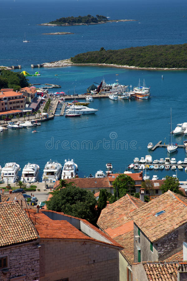Puerto marítimo en la ciudad de Vrsar imagen de archivo