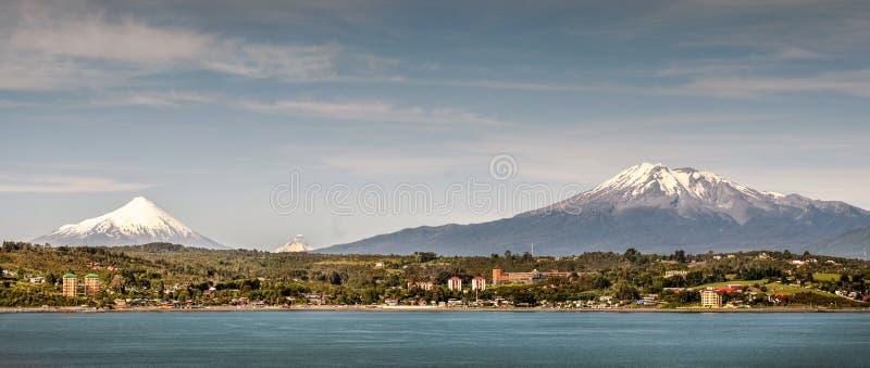 Puerto mont、海湾的宽远景和天空 库存照片