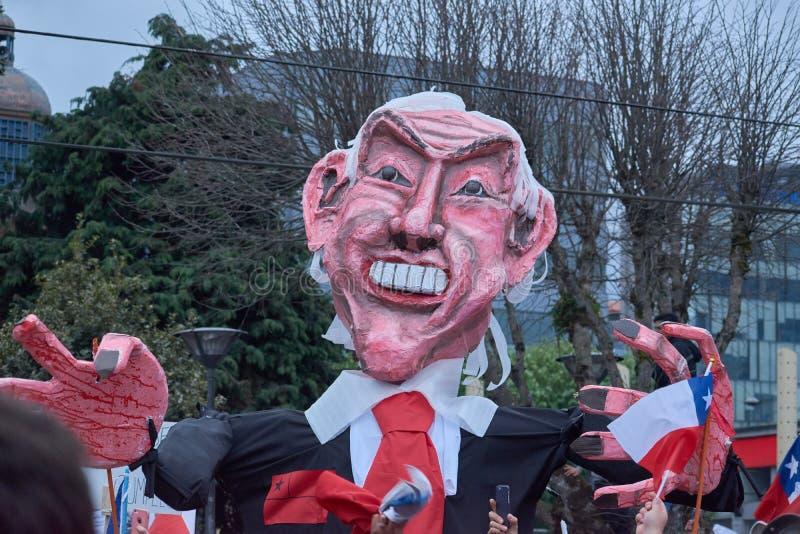 Puerto Montt, Chile 25 oktober 2019: De sociala protesterna fortsätter mot Chiles hamn Sebastian Piñeras regering royaltyfri fotografi