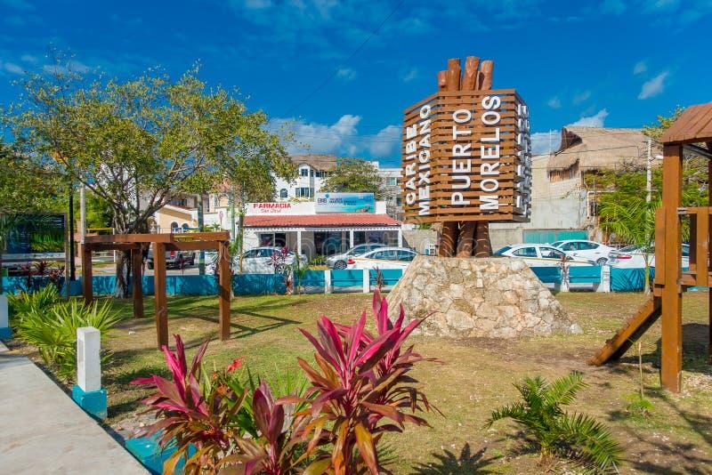 Puerto Morelos Meksyk, Styczeń, - 10, 2018: Plenerowy widok drewniana struktura po środku parka w Puerto Morelos zdjęcie stock