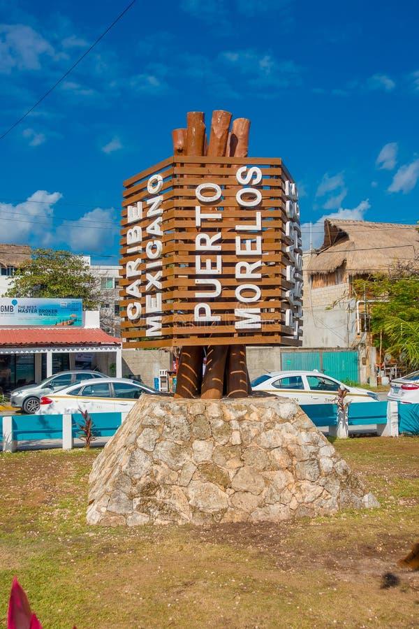 Puerto Morelos, Mexico - Januari 10, 2018: Sluit omhoog van houten structuur in het midden van het park in Puerto Morelos stock fotografie