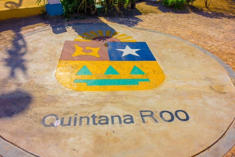 Puerto Morelos, Mexiko - 10. Januar 2018: Ansicht im Freien des Wortes Quintana Roo geschrieben in den Boden mitten in lizenzfreies stockfoto