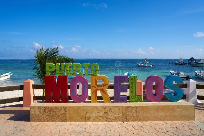 Puerto Morelos słowo podpisuje wewnątrz Majskiego Riviera obrazy stock