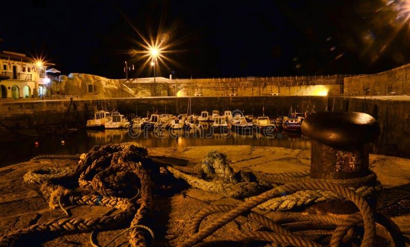 Puerto náutico en la noche imagen de archivo libre de regalías