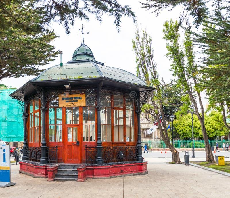PUERTO NATALES, CHILI - 11 JANVIER 2018 : Vue du belvédère au centre de la ville Copiez l'espace pour le texte photo libre de droits