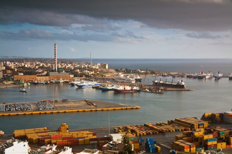 Puerto Pireo, Atenas del cargo imagenes de archivo