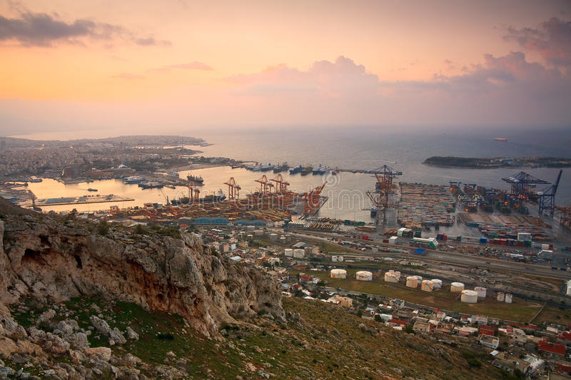 Puerto Pireo, Atenas del envase imagen de archivo libre de regalías