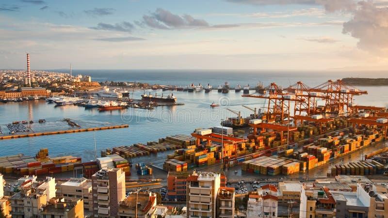 Puerto Pireo, Atenas del envase imagen de archivo