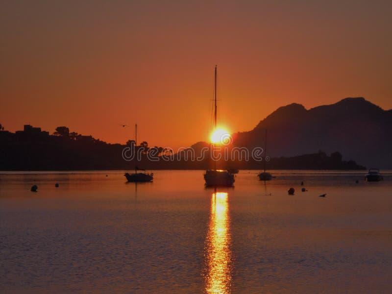 Puerto Pollensa soluppgång royaltyfria bilder