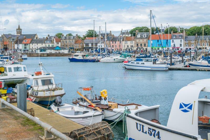 Puerto por una tarde del verano, Fife, Escocia de Anstruther imagen de archivo libre de regalías