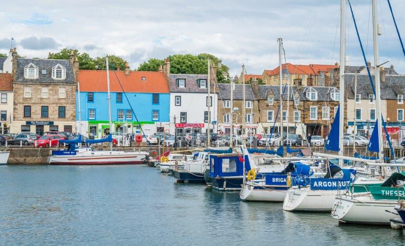 Puerto por una tarde del verano, Fife, Escocia de Anstruther imágenes de archivo libres de regalías