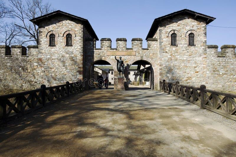 Puerto principal del fuerte romano Saalburg cerca del malos Homburg/Alemania imagen de archivo