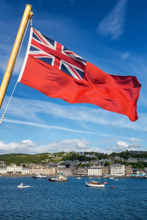Puerto rojo de la bandera y de Oban imagenes de archivo