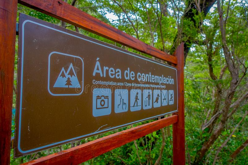 PUERTO VARAS, O CHILE, SETEMBRO, 23, 2018: Ideia exterior do sinal informativo da área do projeto escrito em de madeira fotografia de stock royalty free