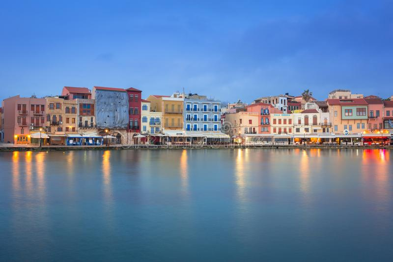 Puerto veneciano viejo de Chania en Creta, Grecia foto de archivo