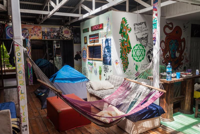 PUERTO VIEJO DE TALAMANCA COSTA RICA, MAJ, - 16, wnętrze Gnuśny Loft plaży schronisko w Puerto Viejo villag fotografia royalty free