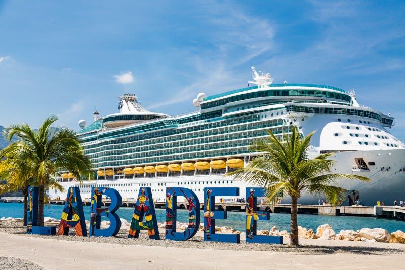 Puerto y barco de cruceros de Labadee imágenes de archivo libres de regalías