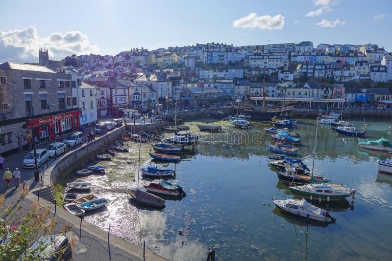Puerto y ciudad Torbay Devon Endland Reino Unido del puerto de Brixham foto de archivo libre de regalías