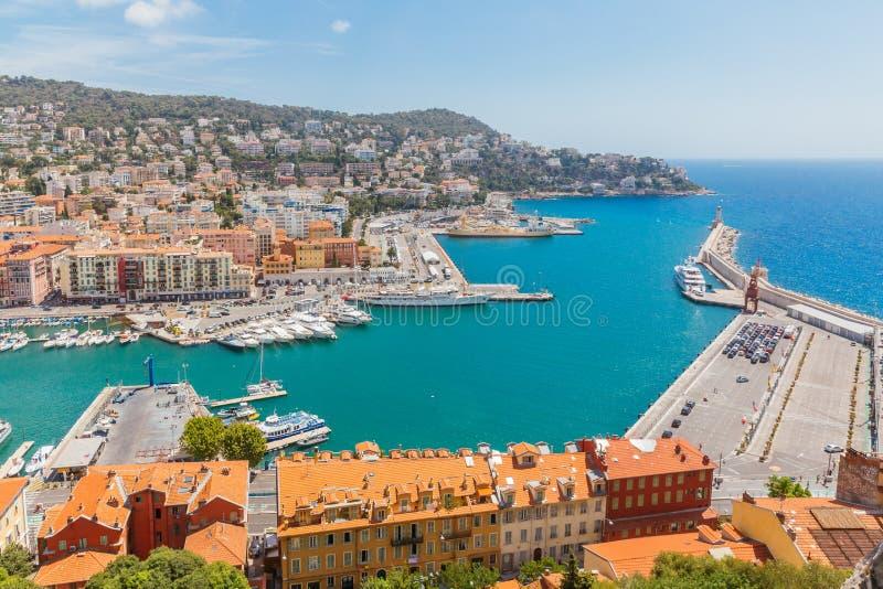 Puerto y faro de Niza, Francia, vista de la colina del castillo foto de archivo libre de regalías