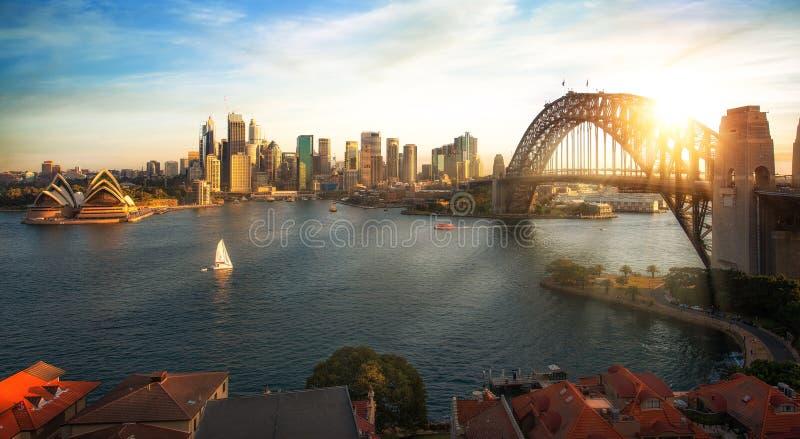 Puerto y puente de Sydney en la ciudad de Sydney fotos de archivo
