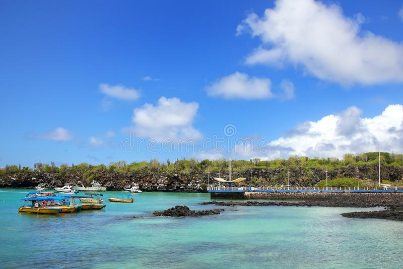 Puertoayora haven op Santa Cruz Island, het Nationale Pari van de Galapagos royalty-vrije stock foto's