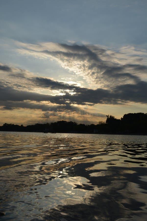 Puesta de sol en Belgrado en el lago Ada fotos de archivo libres de regalías