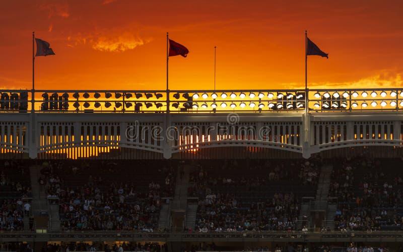 Puesta de sol impresionante sobre el Estadio Yankee, el Bronx, Nueva York, Estados Unidos de América, Norteamérica fotografía de archivo