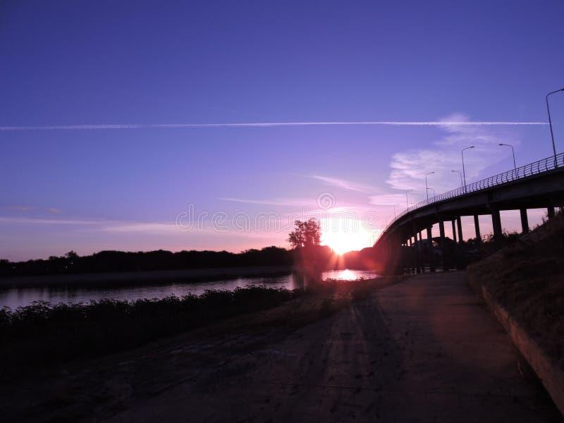 Puesta de solenoid Puente en Laisladel Puerto, Entre Rio de Janeiro Rio Uruguay royaltyfri fotografi