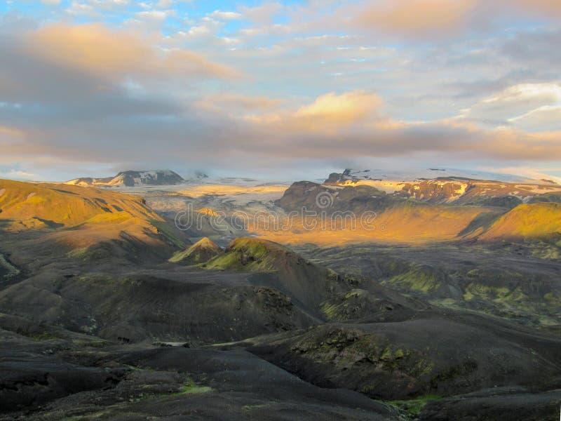 Puesta del sol épica con y paisaje de Myrdalsjokull, caldera de Katla, Botnar-Ermstur, rastro de Laugavegur, Islandia meridional fotografía de archivo libre de regalías