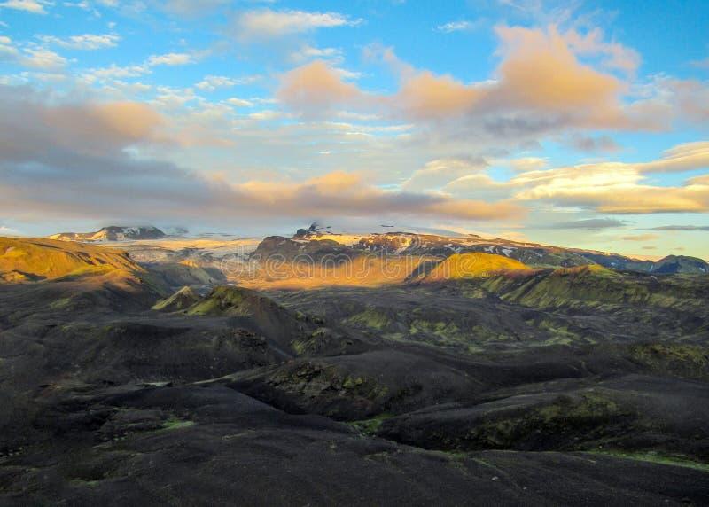Puesta del sol épica con y paisaje de Myrdalsjokull, caldera de Katla, Botnar-Ermstur, rastro de Laugavegur, Islandia meridional imagen de archivo libre de regalías