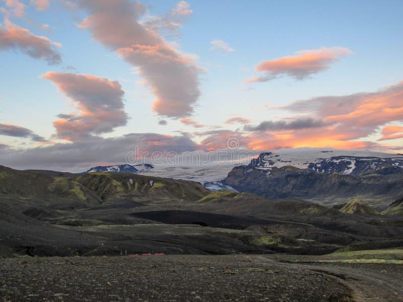Puesta del sol épica con y paisaje de Myrdalsjokull, caldera de Katla, Botnar-Ermstur, rastro de Laugavegur, Islandia meridional fotos de archivo libres de regalías