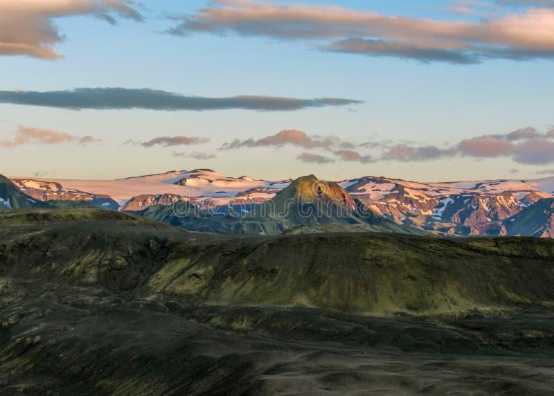 Puesta del sol épica sobre el paisaje de Eyjafjallajokull y de Myrdalsjokull, caldera de Katla, Botnar-Ermstur, rastro de Laugave imagen de archivo libre de regalías