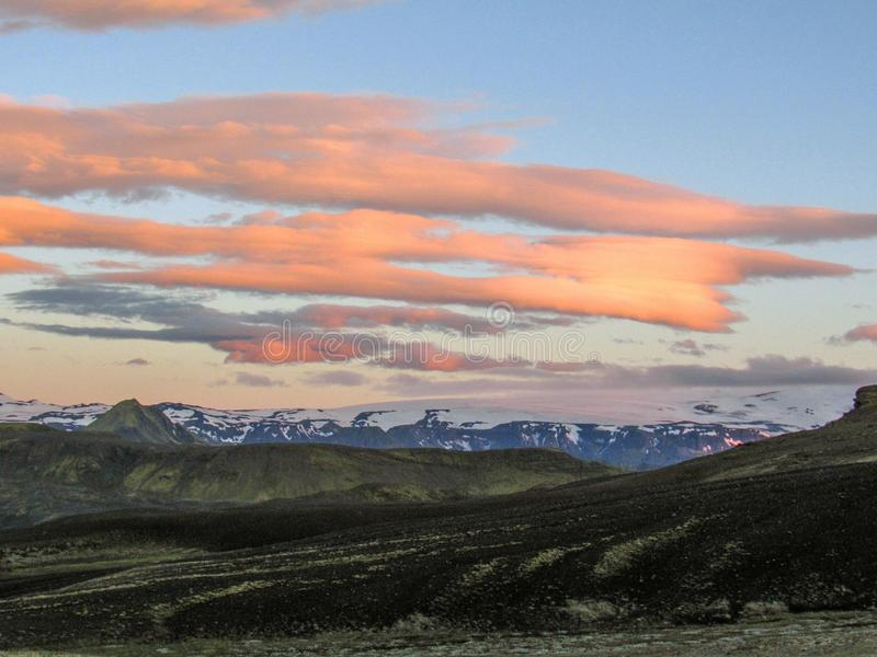 Puesta del sol épica sobre el paisaje de Eyjafjallajokull y de Myrdalsjokull, caldera de Katla, Botnar-Ermstur, rastro de Laugave foto de archivo libre de regalías