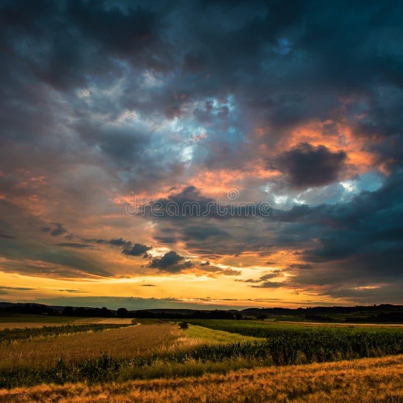 Puesta del sol agrícola fotos de archivo libres de regalías