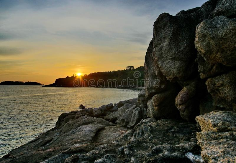 Puesta del sol agradable del seaview de Phuket del paisaje fotografía de archivo libre de regalías