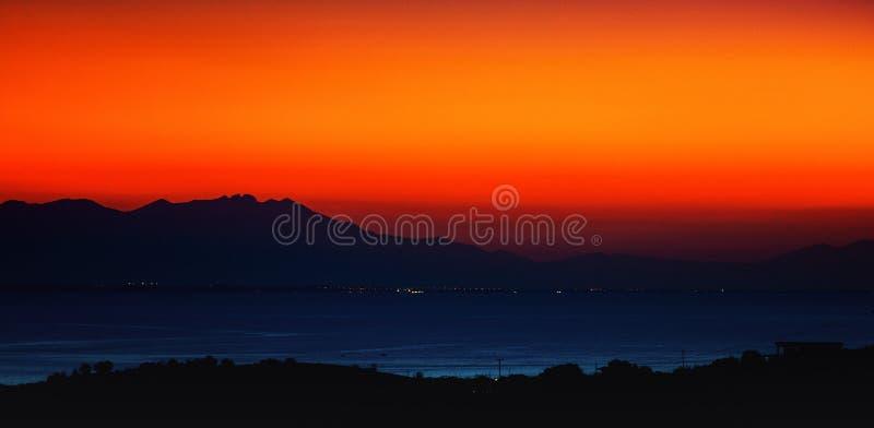 Puesta del sol anaranjada foto de archivo