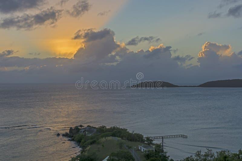 Puesta del sol anaranjada de emisión imagen de archivo libre de regalías