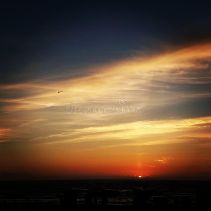 Puesta del sol anaranjada roja imagen de archivo