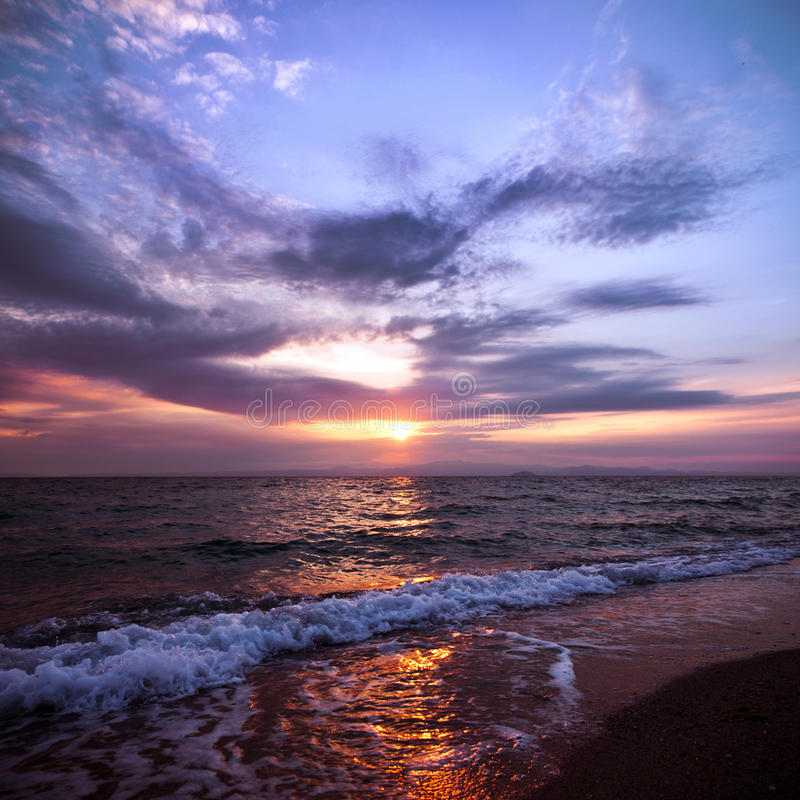 Puesta del sol anaranjada y azul fotografía de archivo libre de regalías