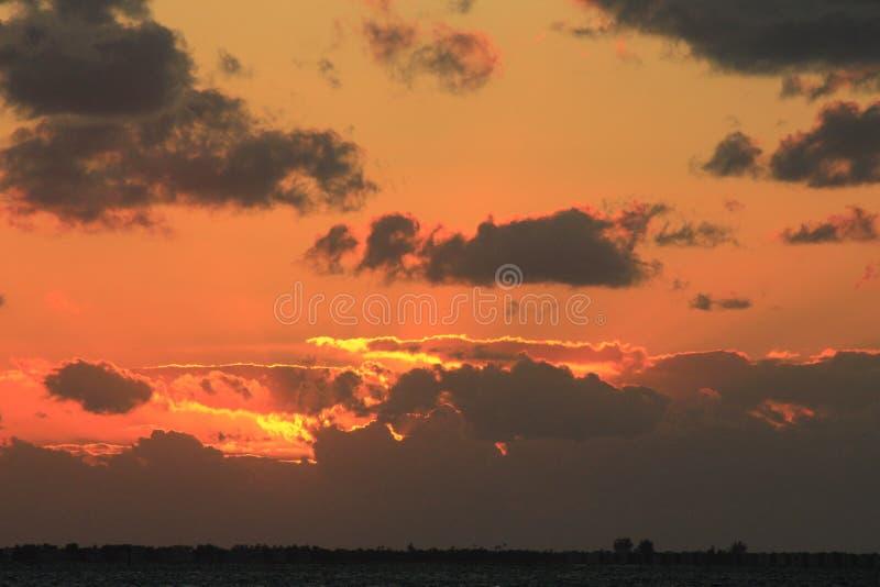 Puesta del sol anaranjada y rosada fotos de archivo libres de regalías