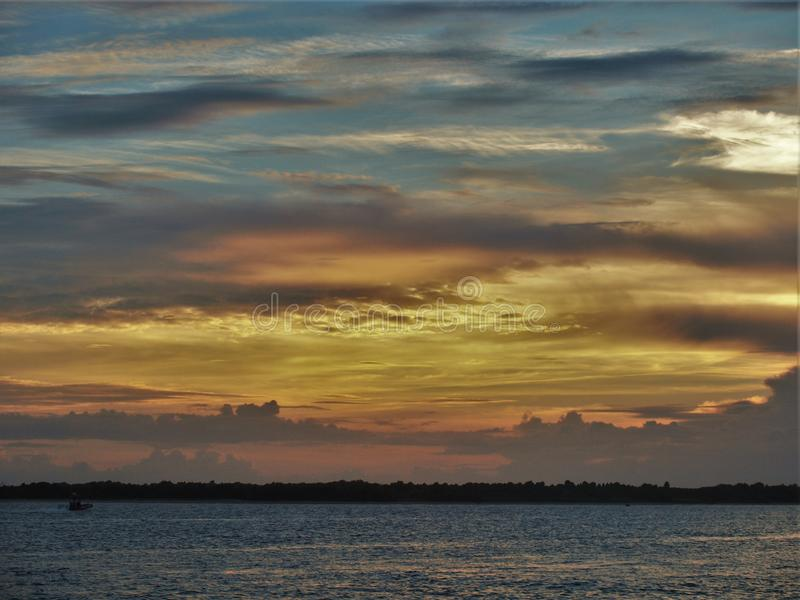 Puesta del sol atlántica de la playa fotografía de archivo