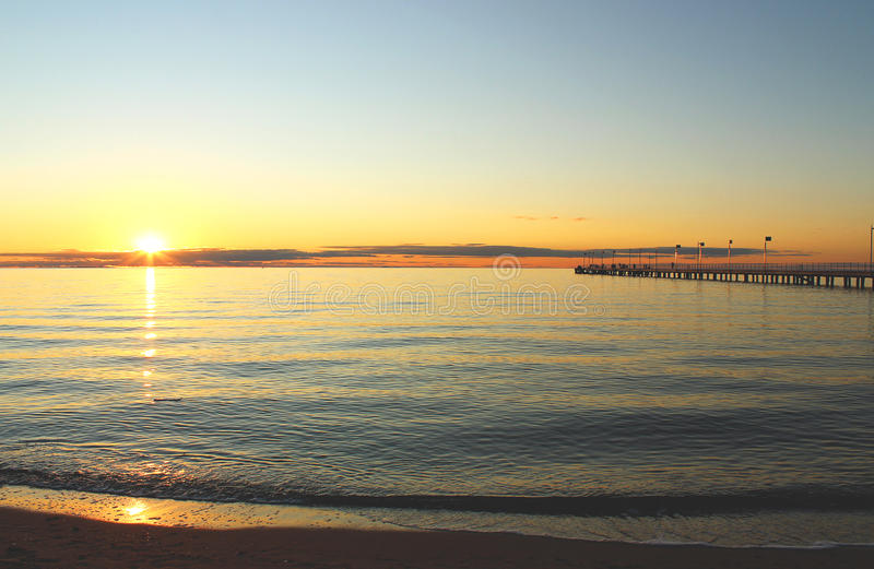 Puesta del sol australiana del mar imagen de archivo