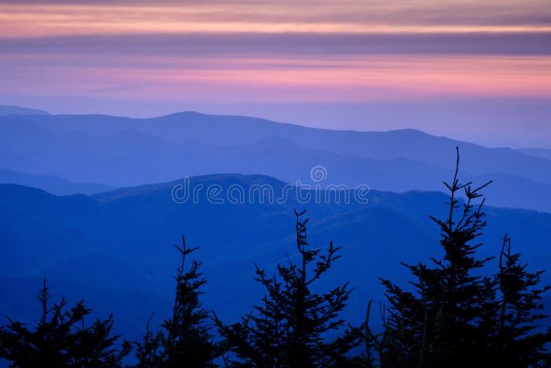 Puesta del sol azul de Ridge imagen de archivo