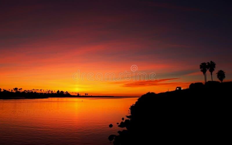Puesta del sol, bahía de la misión, San Diego, California fotos de archivo libres de regalías