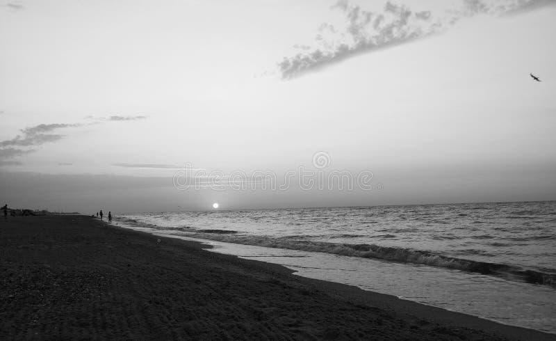 Puesta del sol blanco y negro imágenes de archivo libres de regalías
