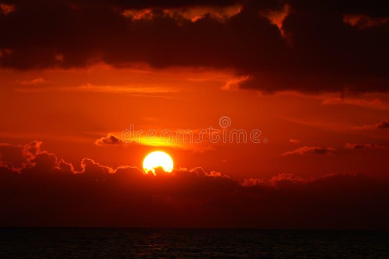 Puesta del sol Blood-red foto de archivo